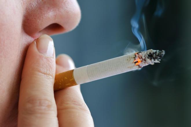 Experts say that the best way to protect your health is to give up smoking completely