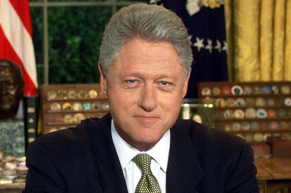 biography bill clinton William jefferson clinton (1946 - ) bill clinton was born william jefferson blythe iii on august 19, 1946, in hope, arkansas his father, an automobile-parts salesman, died in a car accident.