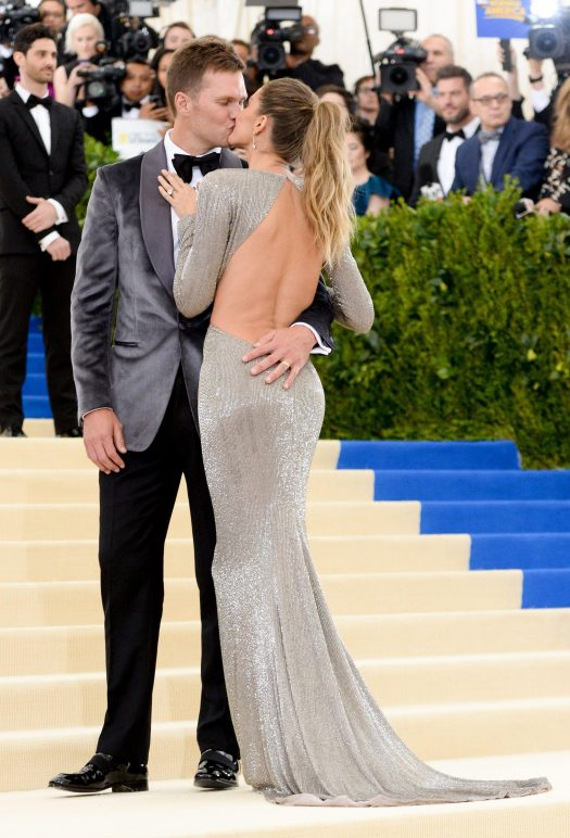 The stunning model and the New England Patriot dazzled on the carpet