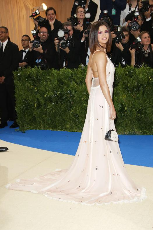 Selena looked stunning as she arrived at the event
