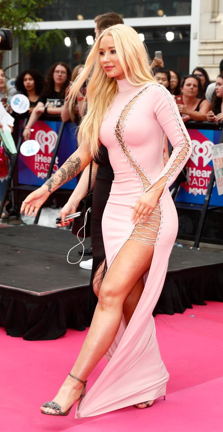 Iggy's racy split segued into a cut out which ran up to her shoulder