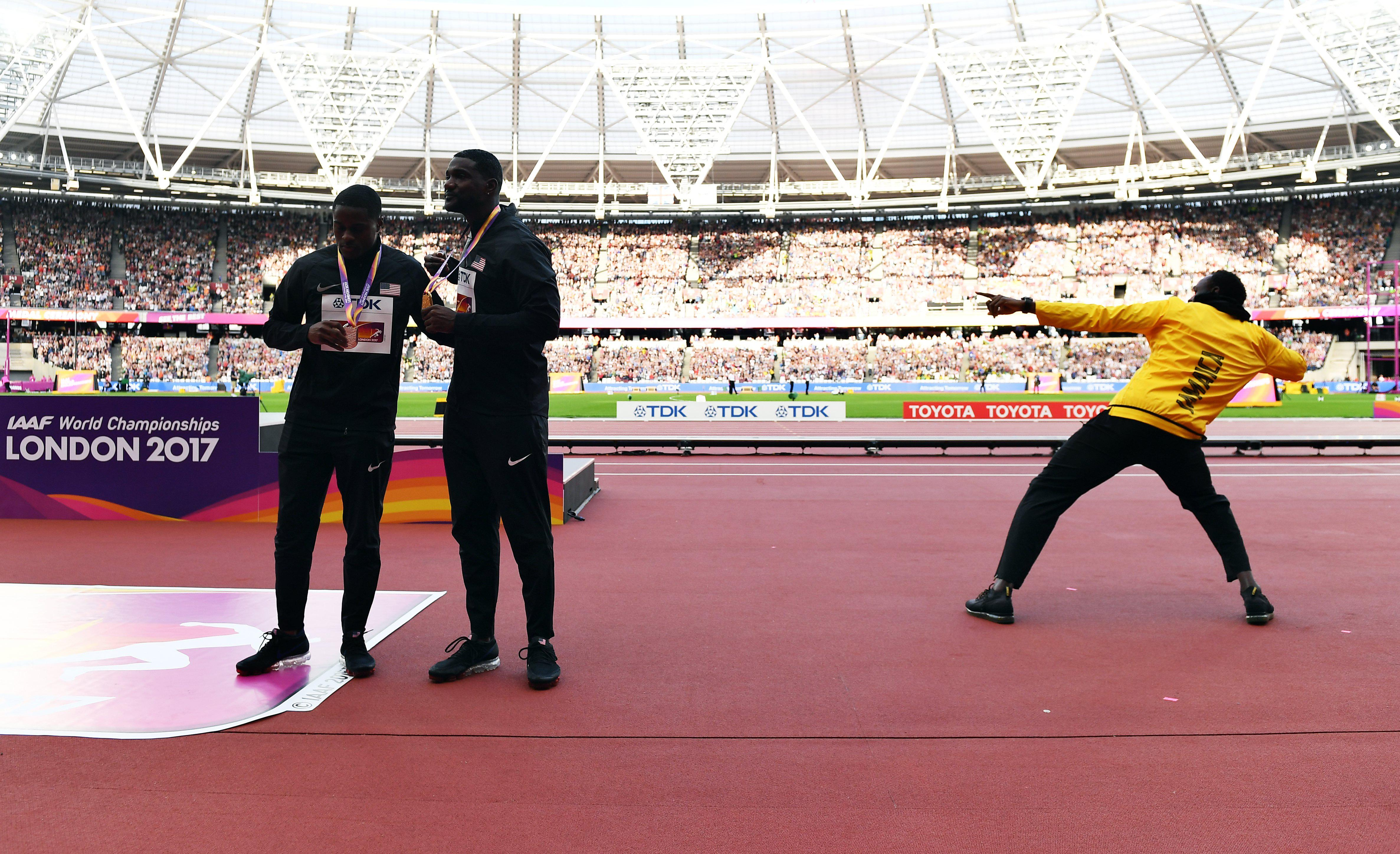 Usain Bolt received the acclaim of the whole stadium to steal the spotlight from Gatlin