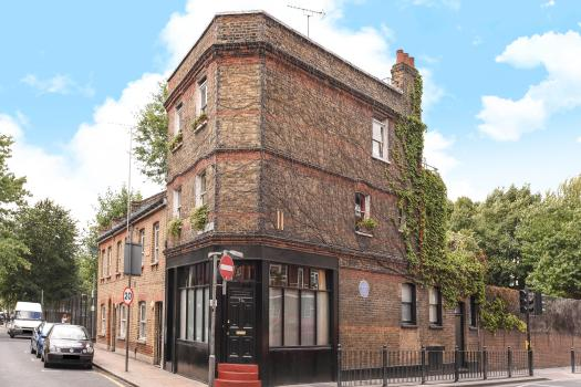 This former boozer that was once the Kray twin's local has hit the market for £1.2million
