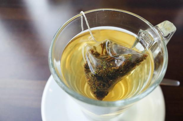 Green tea contains anti-inflammatory properties and is said to help soften the lips