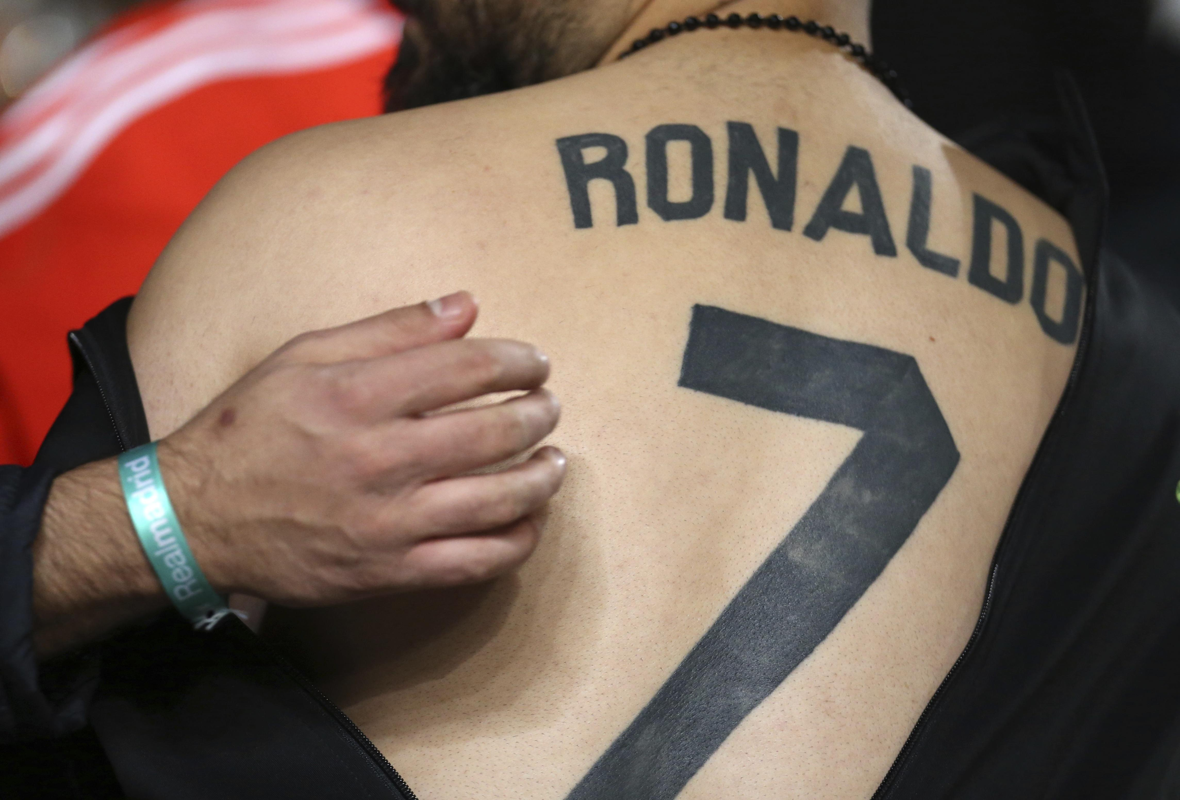 A fan unveiled a 'Ronaldo 7' tattoo during a Champions League game