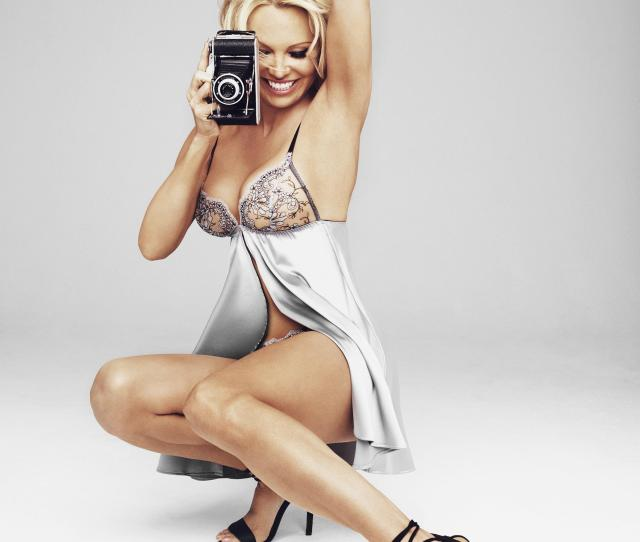 Pamela Anderson  Looks Incredible As She Transforms Into Sexy