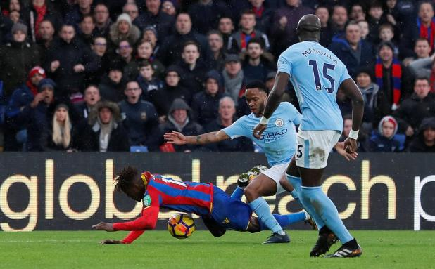 nintchdbpict000375526312 - Wilfried Zaha cleared of diving against Man City and will not face FA action