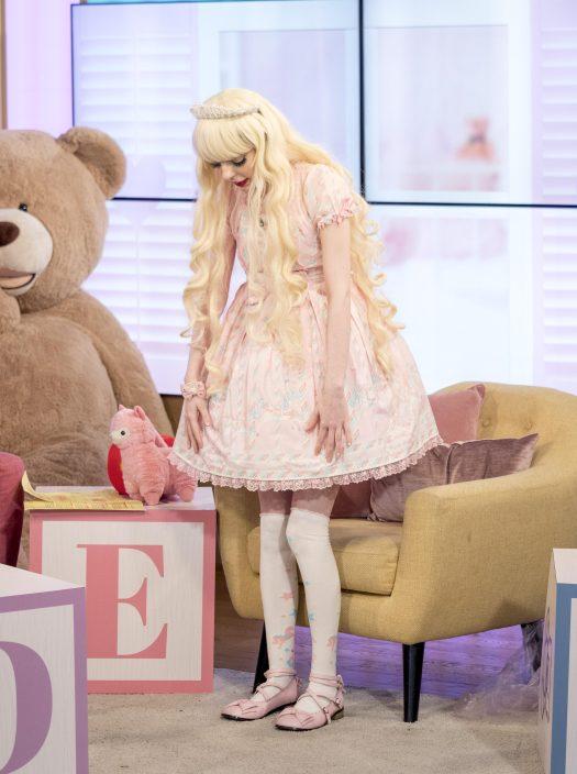 """Jade usó su """"vestido de carnaval azucarado"""" para la apariencia"""