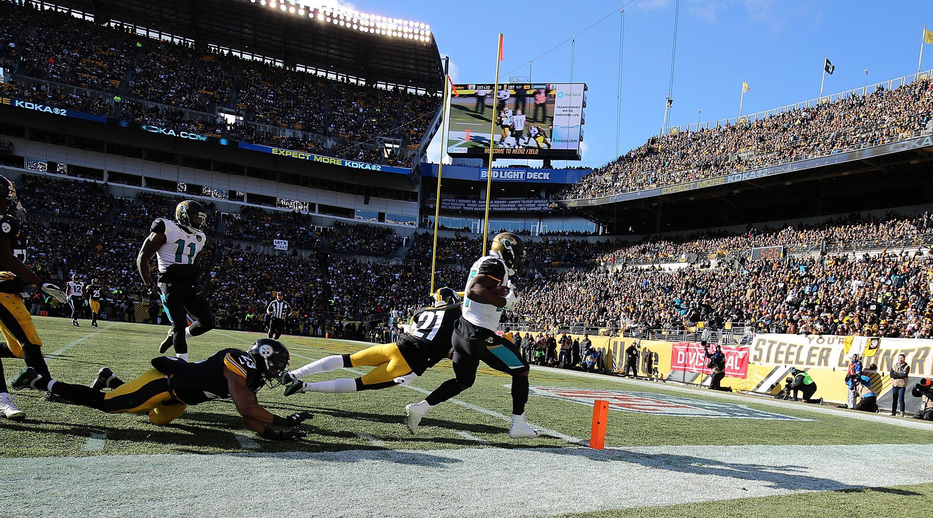 Leonard Fournette runs over for a touchdown in Jacksonville's win over Pittsburgh