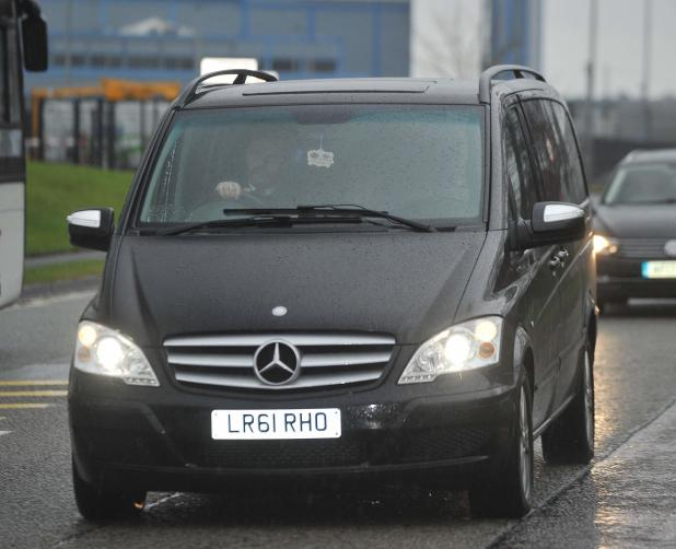 nintchdbpict000379709276 - Alexis Sanchez arrives at Carrington to undergo Manchester United medical ahead of move from Arsenal that will see Henrikh Mkhitaryan move in opposite direction