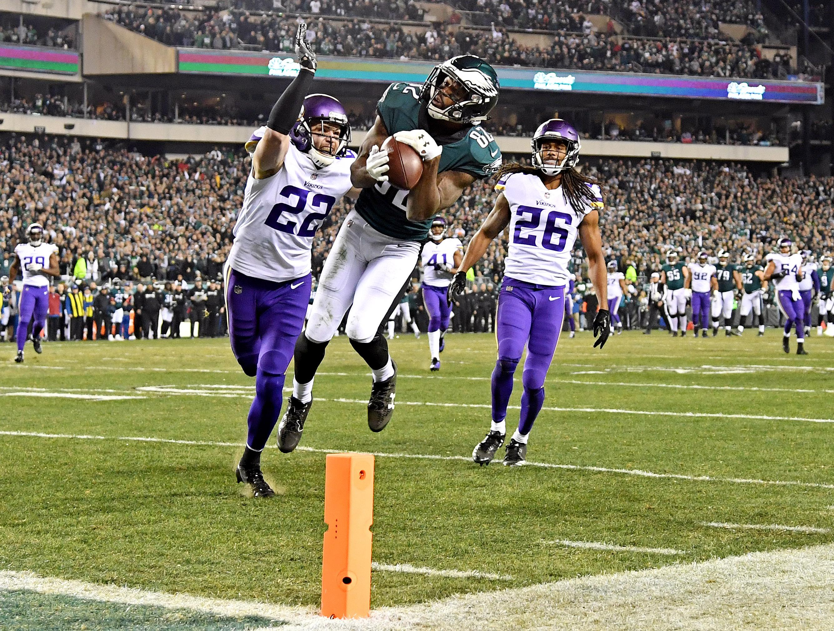 Torrey Smith hauls in a stunning pass from Nick Foles for a touchdown