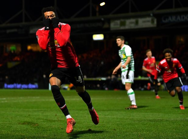 nintchdbpict0003809165371 e1517008713908 - Manchester United star Jesse Lingard receives hilarious dab greeting from young fan who invaded pitch