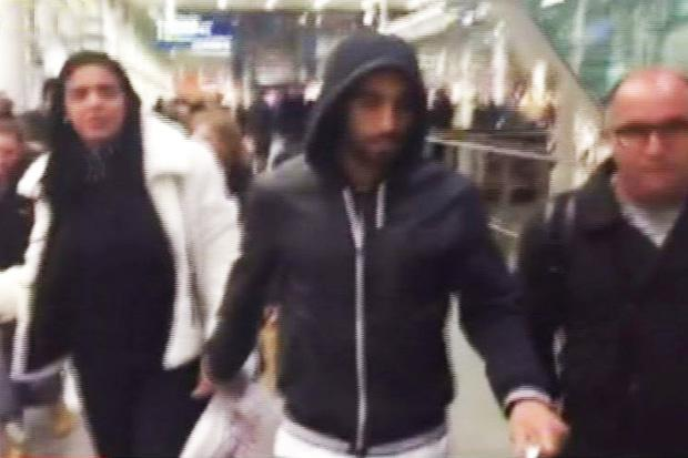 Lucas Moura has arrived in London ahead of a Spurs switch