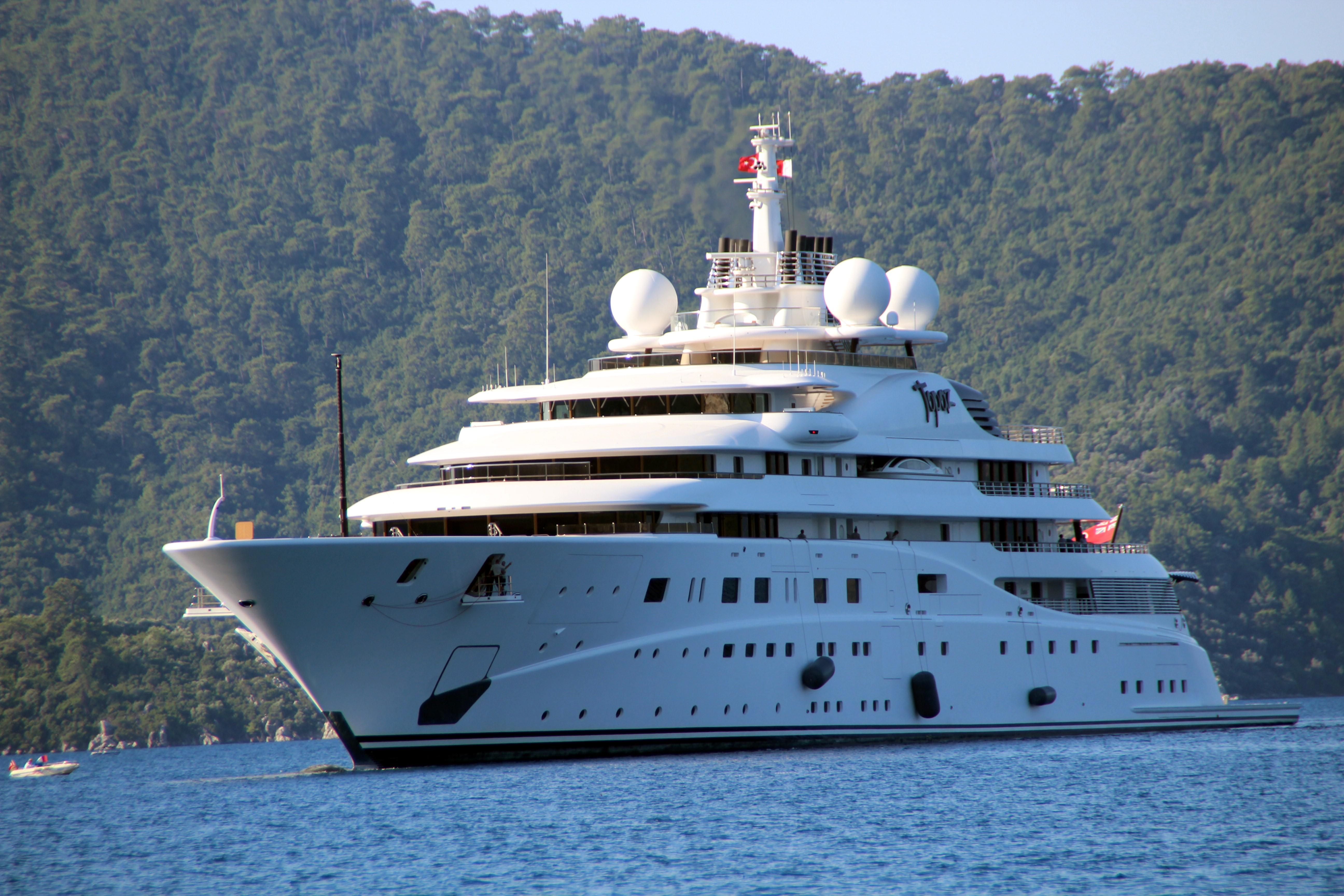 Sheikh Mansour's yacht was once borrowed by Leo DiCaprio