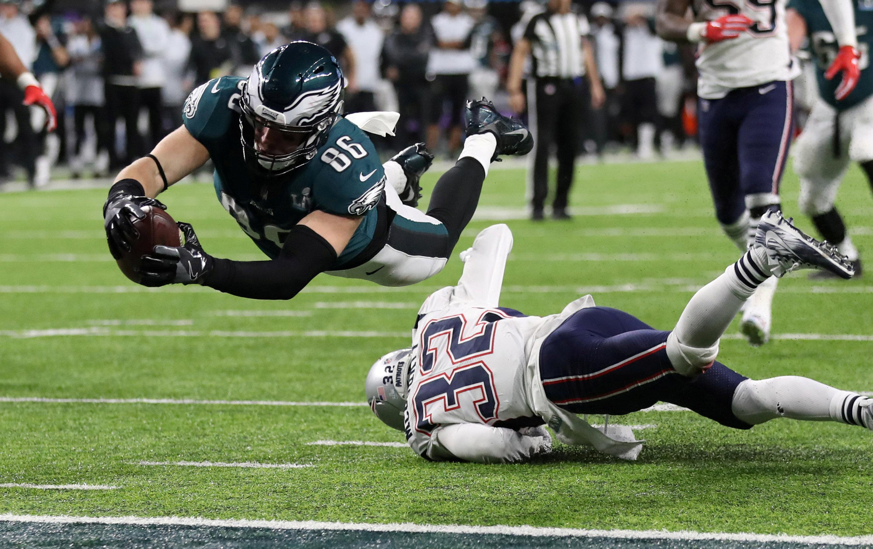 Zach Ertz scores a touchdown for the Philadelphia Eagles as they march to victory over the New England Patriots