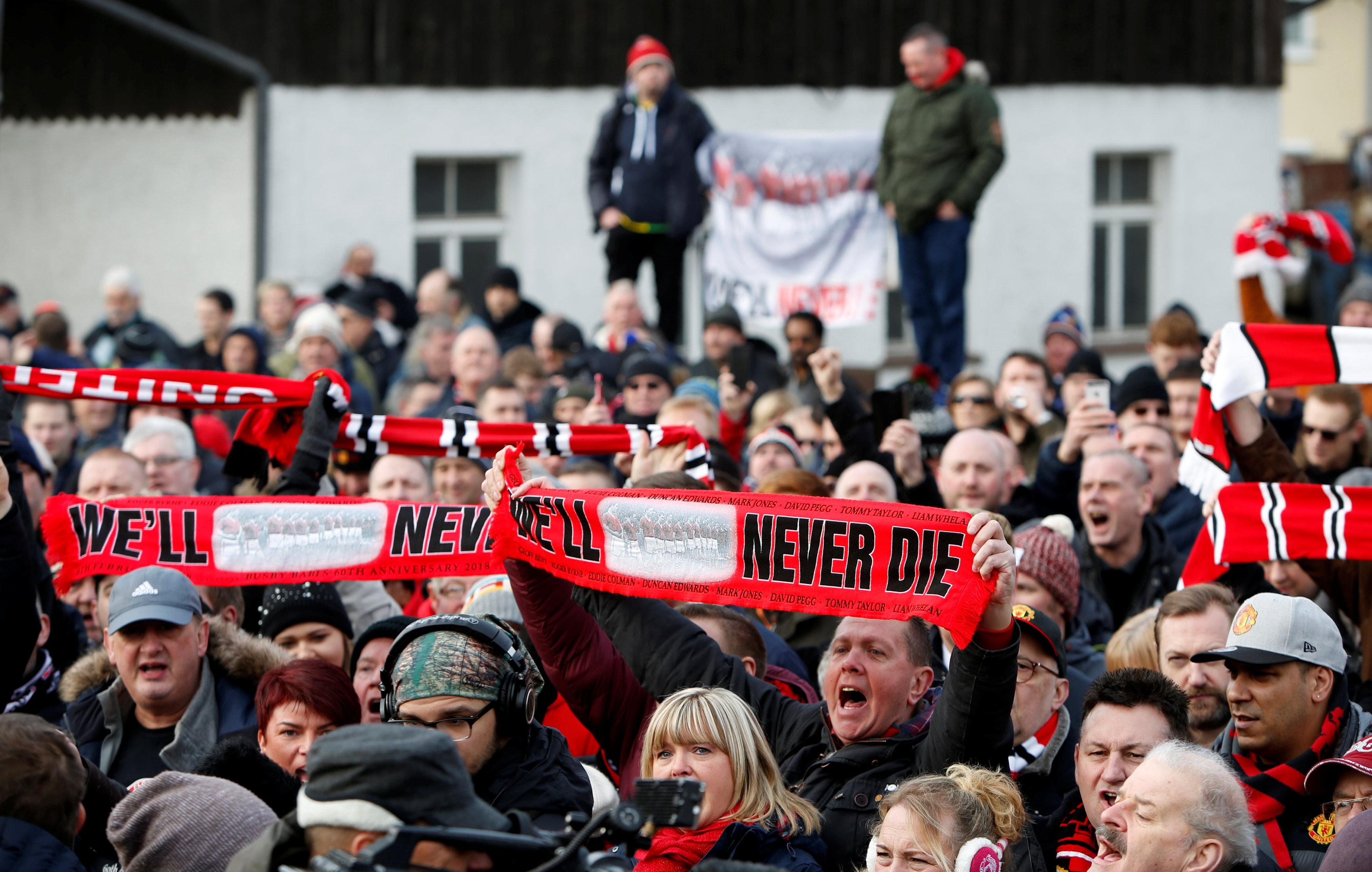 Manchester United fans gather in Munich in honour of the dead from 1958