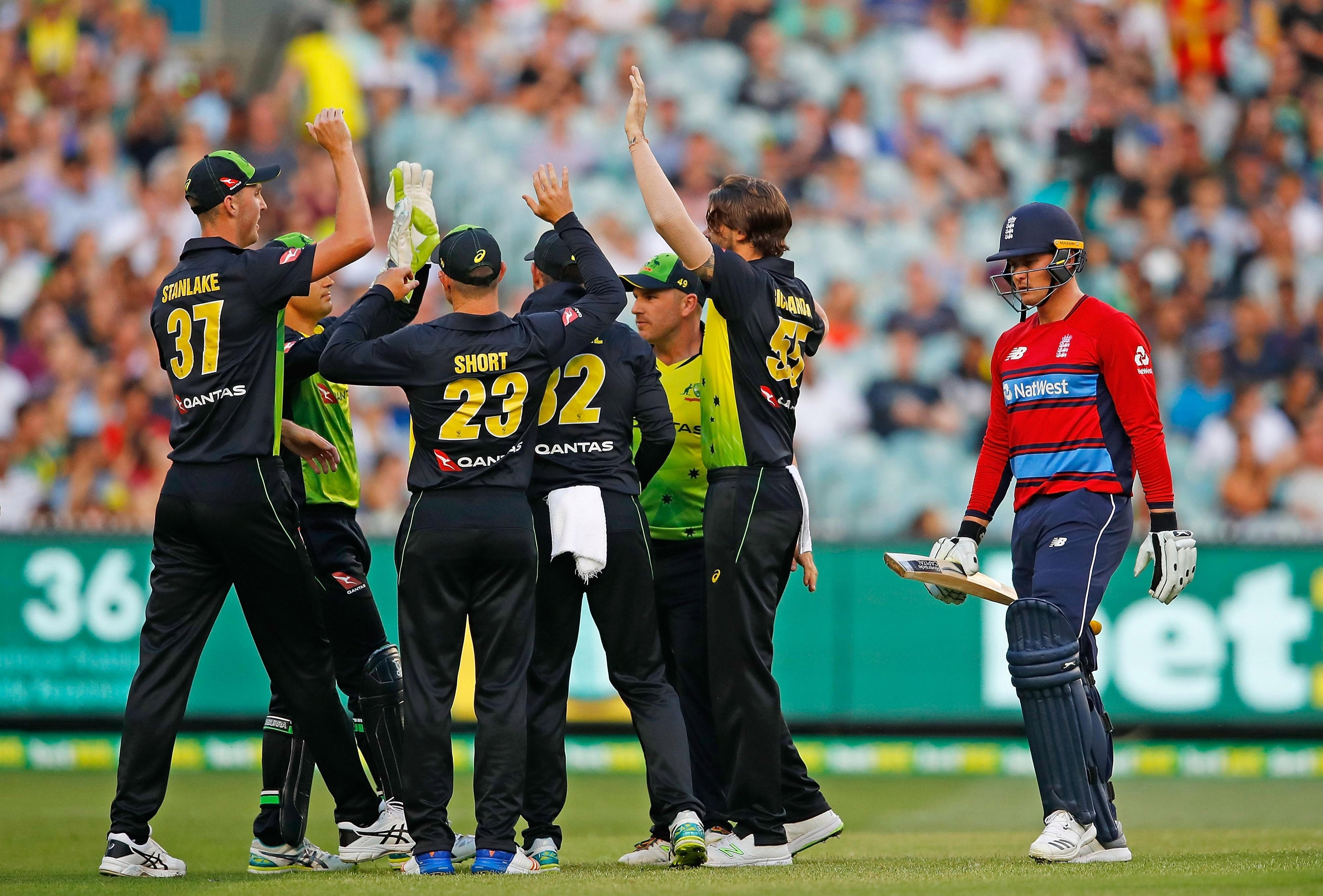 England stuttered to a massively sub-par 137-7 from their 20 overs