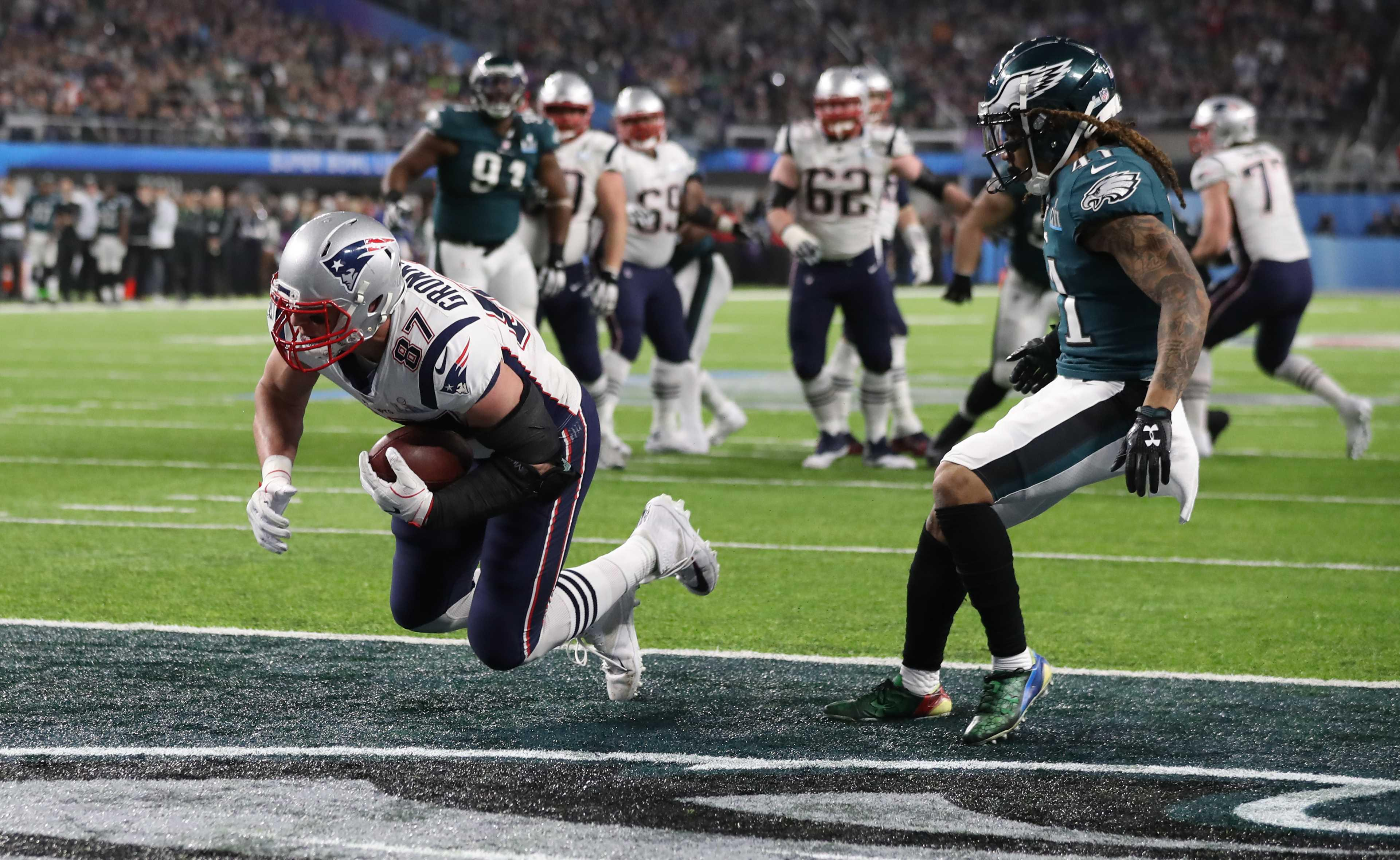 Rob Gronkowski scores a touchdown early in the third quarter for New England