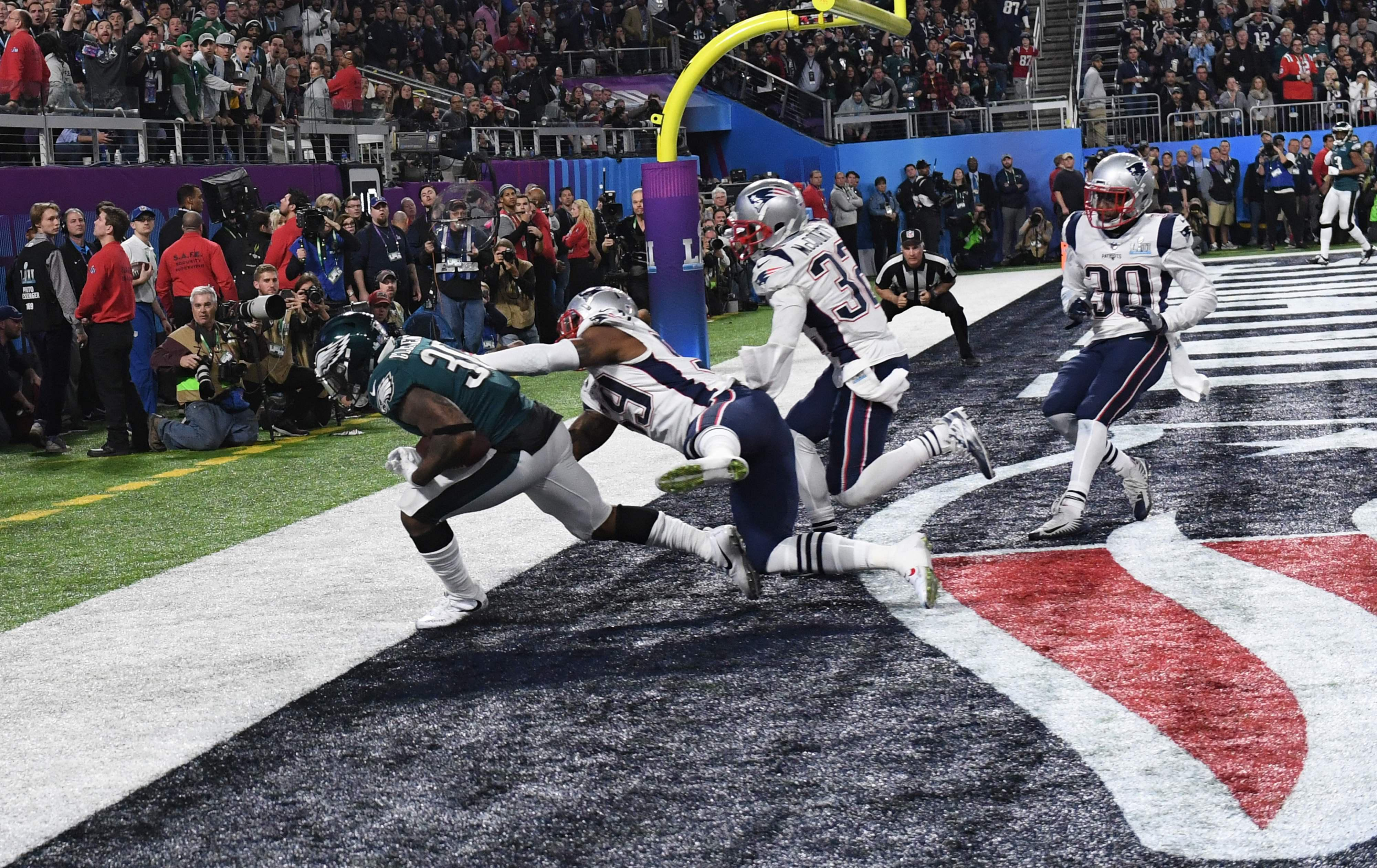 Corey Clement catches a touchdown pass in the back of the end zone for Philly