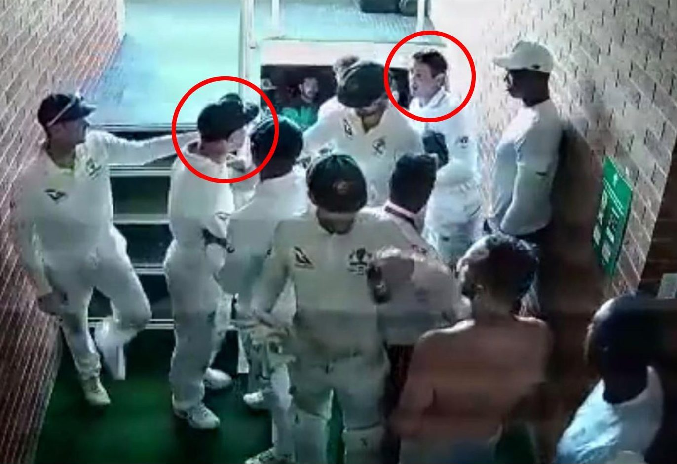 Things start hotting up en route to the dressing rooms as David Warner sets about confronting Quinton de Kock