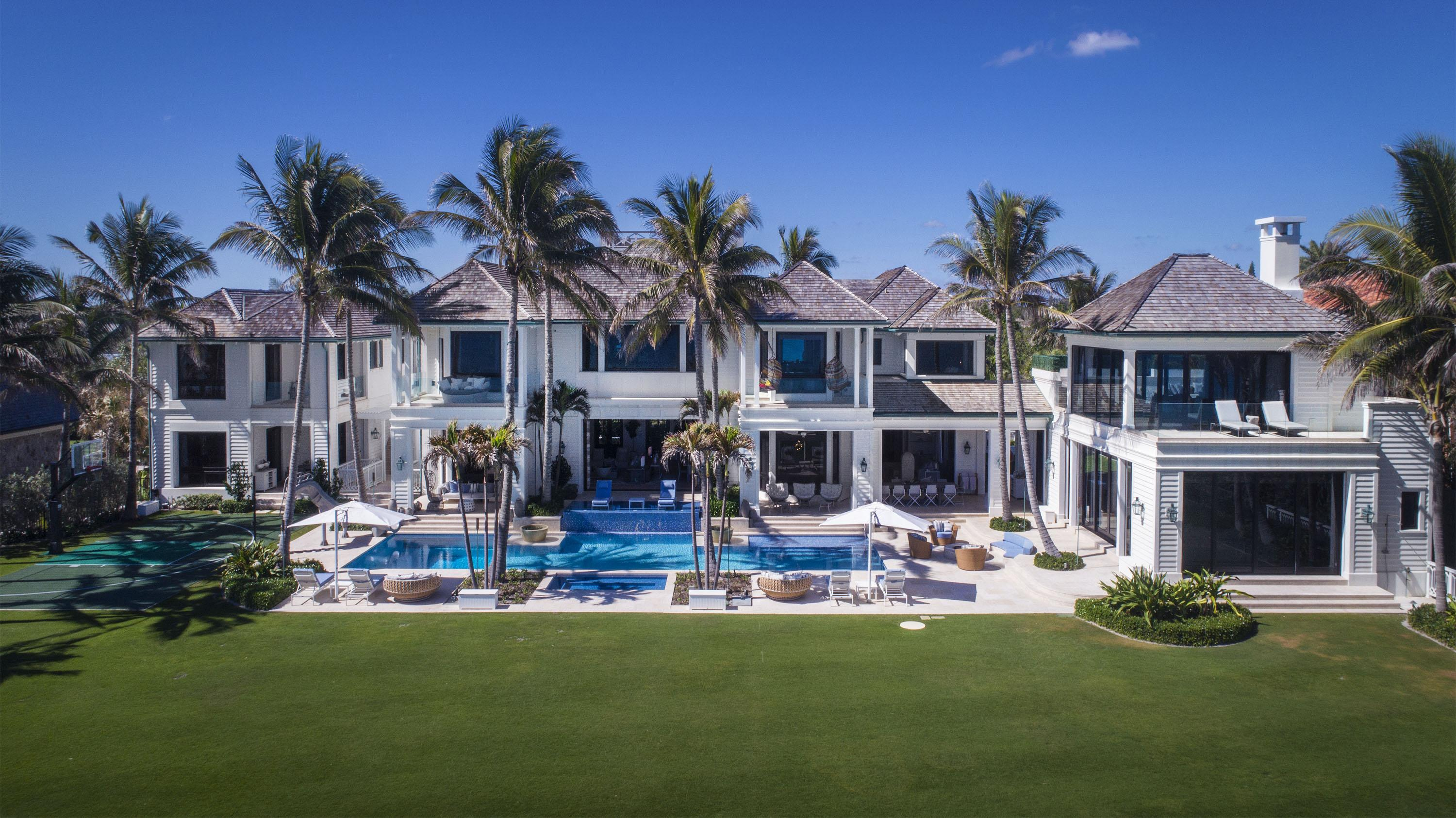 Elin Nordegren bought the luxurious mansion with the money she took from divorcing Tiger Woods