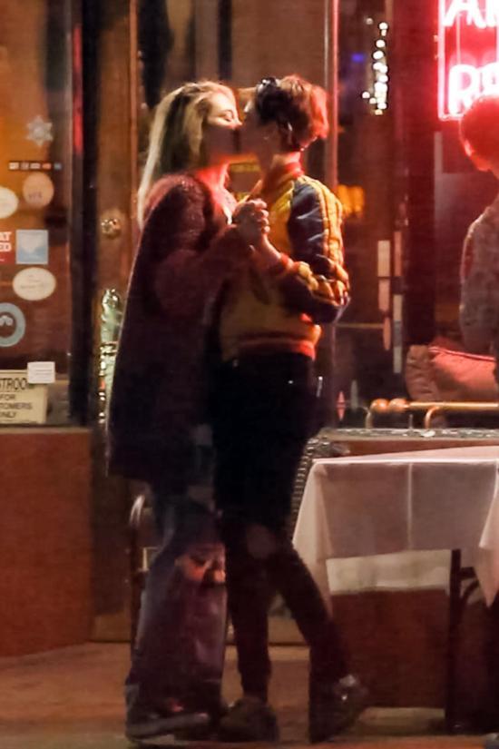 Cara Delevingne and Paris Jackson were snapped sharing a romantic kiss