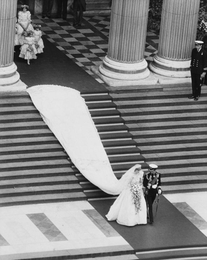 Diana's dress showed a 7-meter train