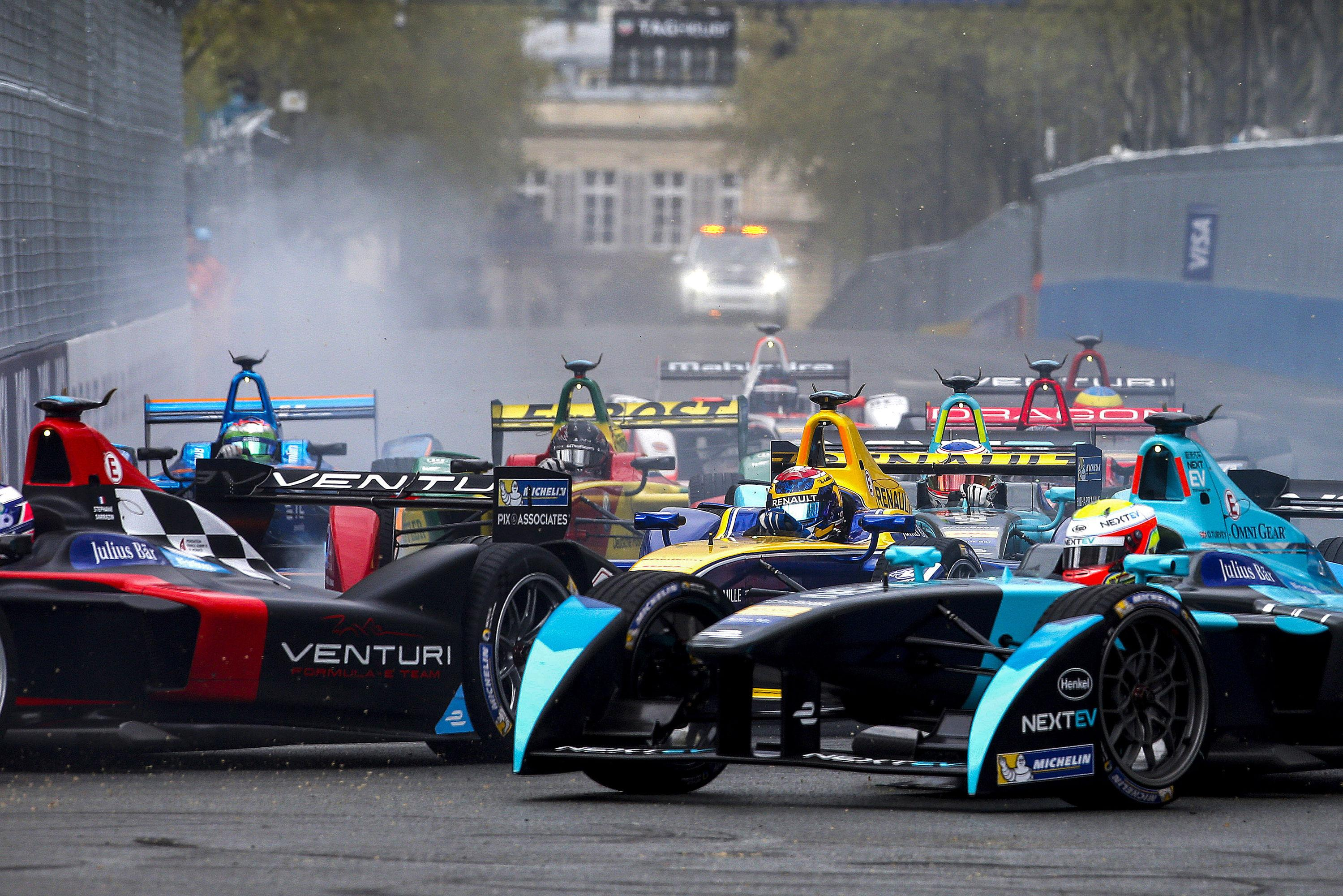 Twenty cars will battle it out for victory around the city's famous streets