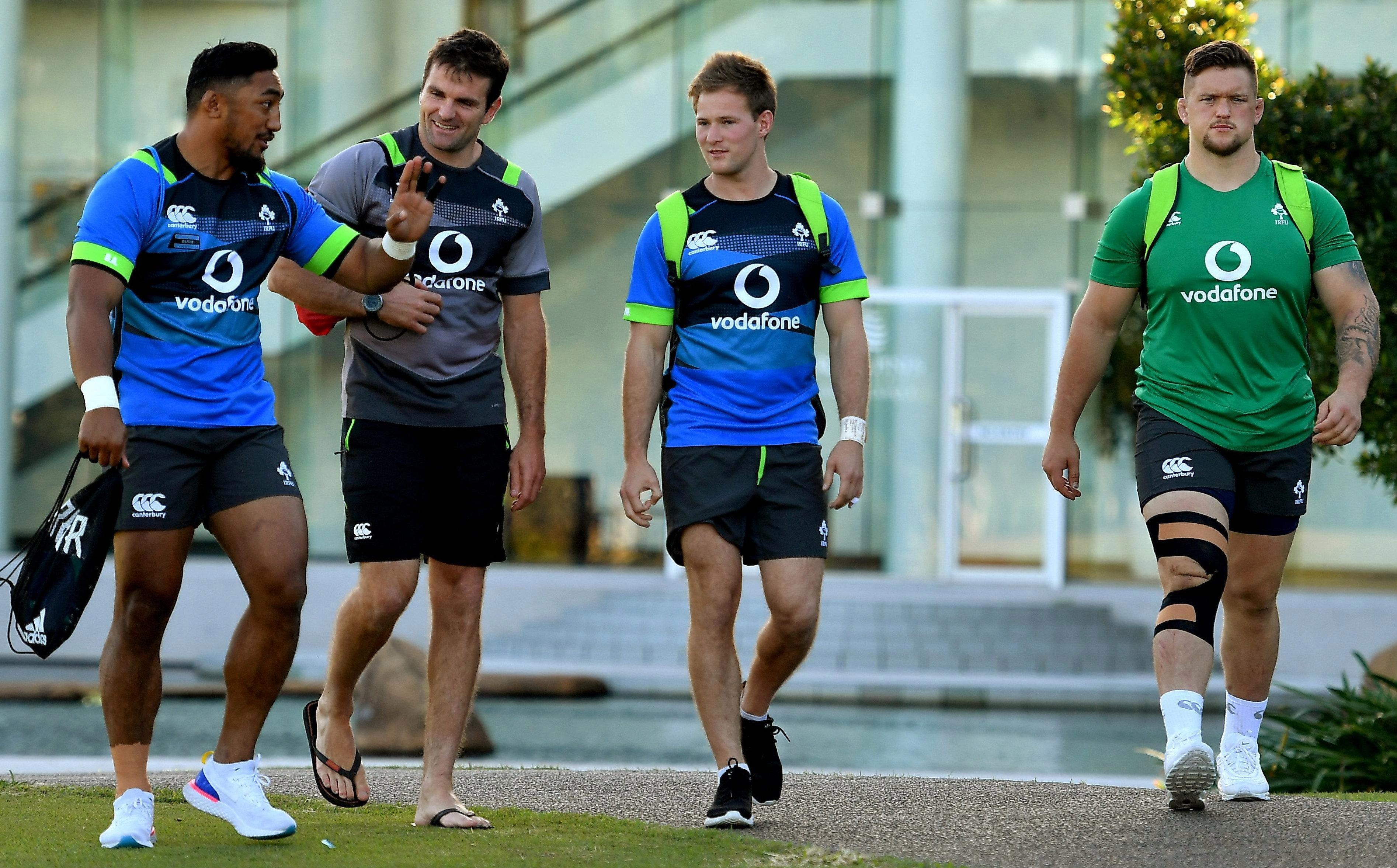 Bundee Aki, assistant coach Jared Payne, and team-mates Kieran Marmion and Andrew Porter chew the cud
