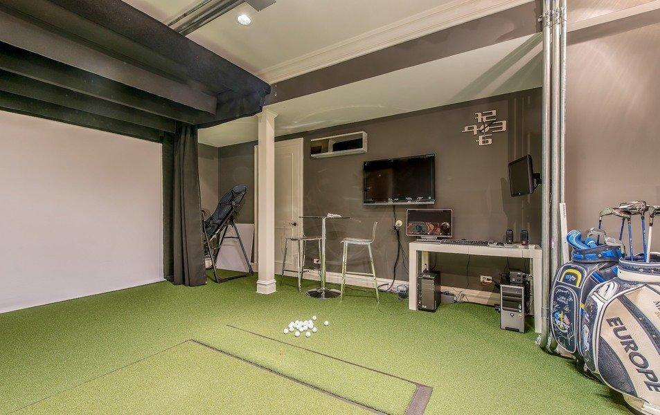 The former world No1 has installed a golf simulator