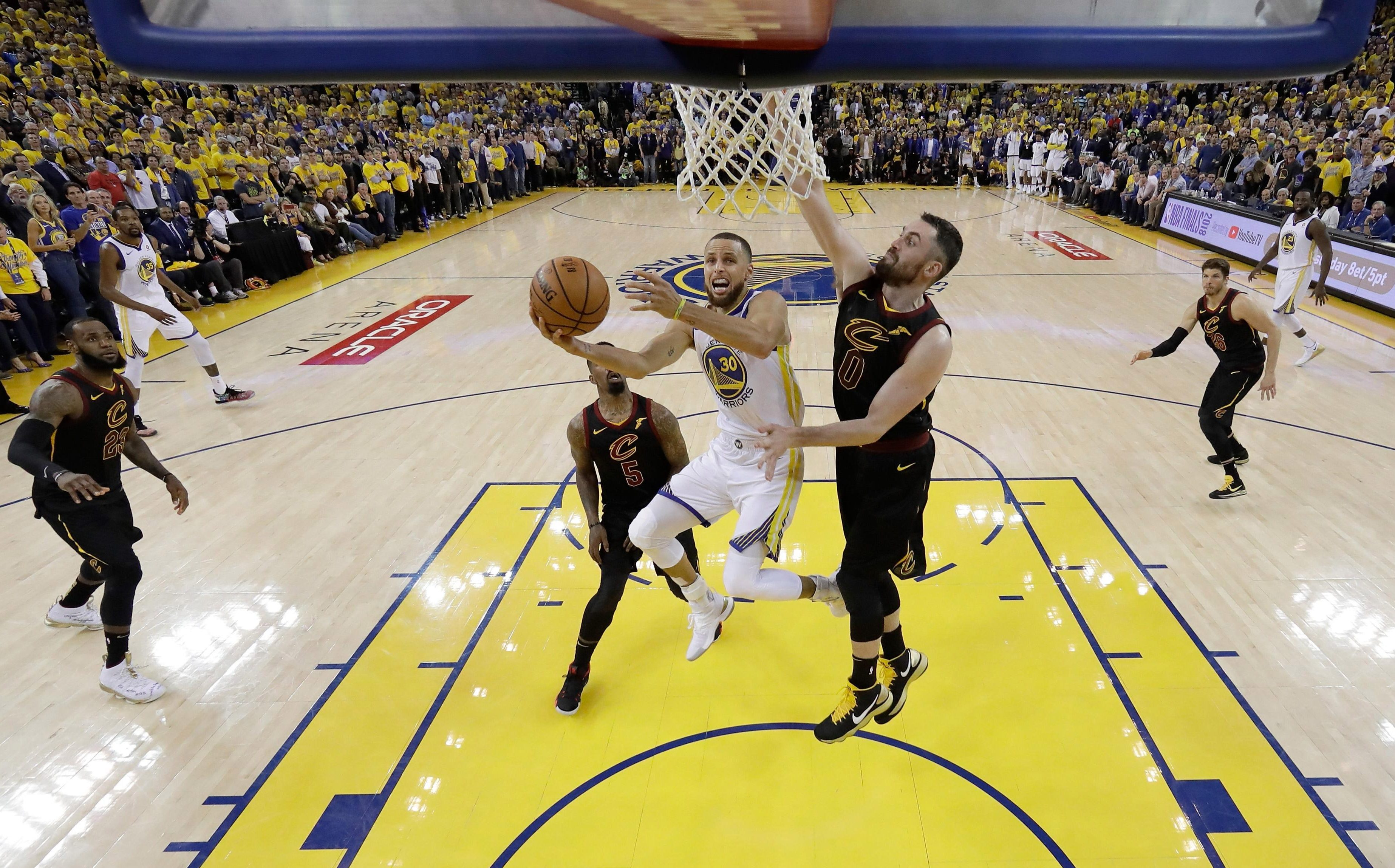 Stephen Curry led the Warriors with 29 points