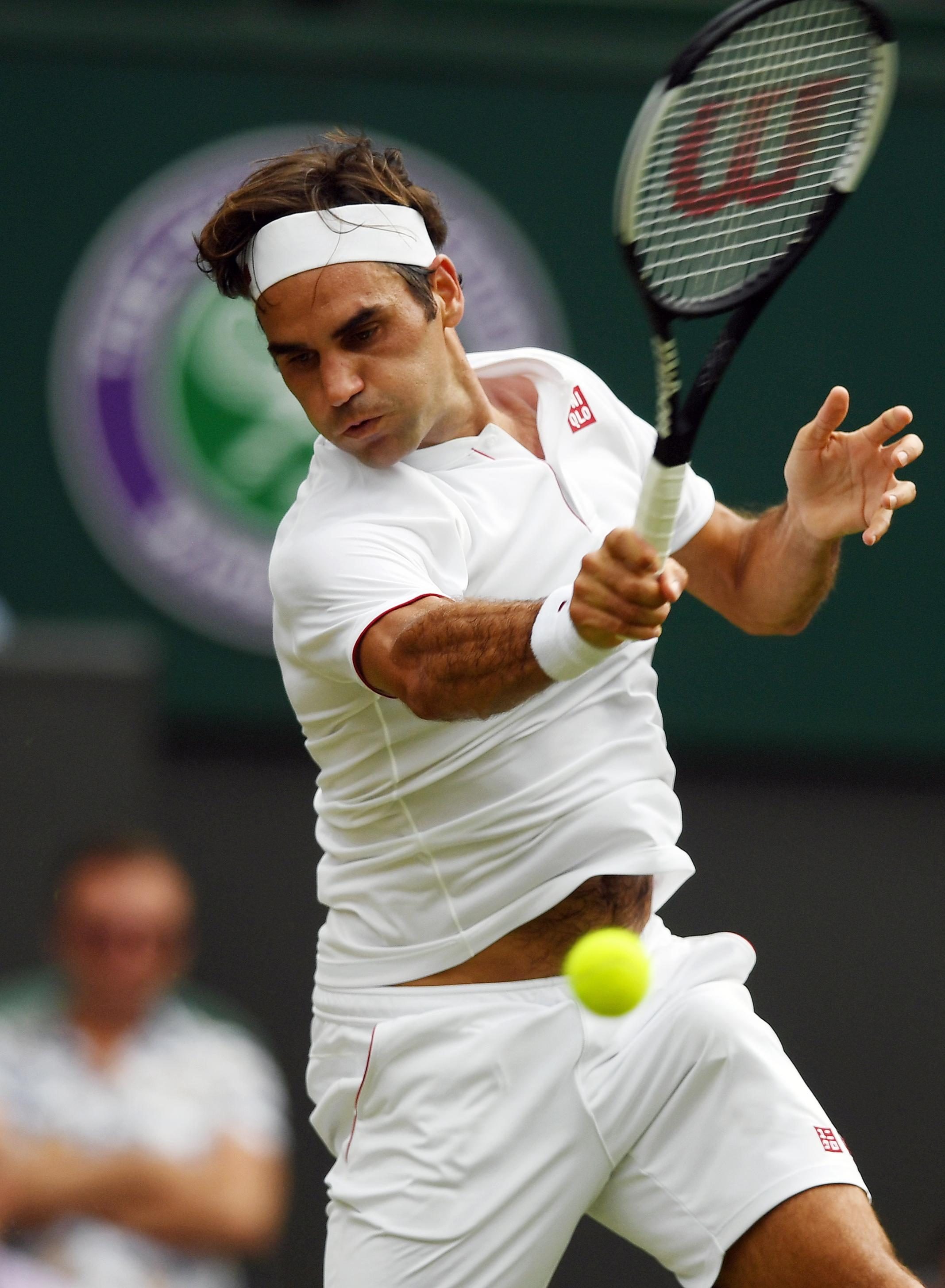 Roger Federer stormed to a straight-sets win over Adrian Mannarino
