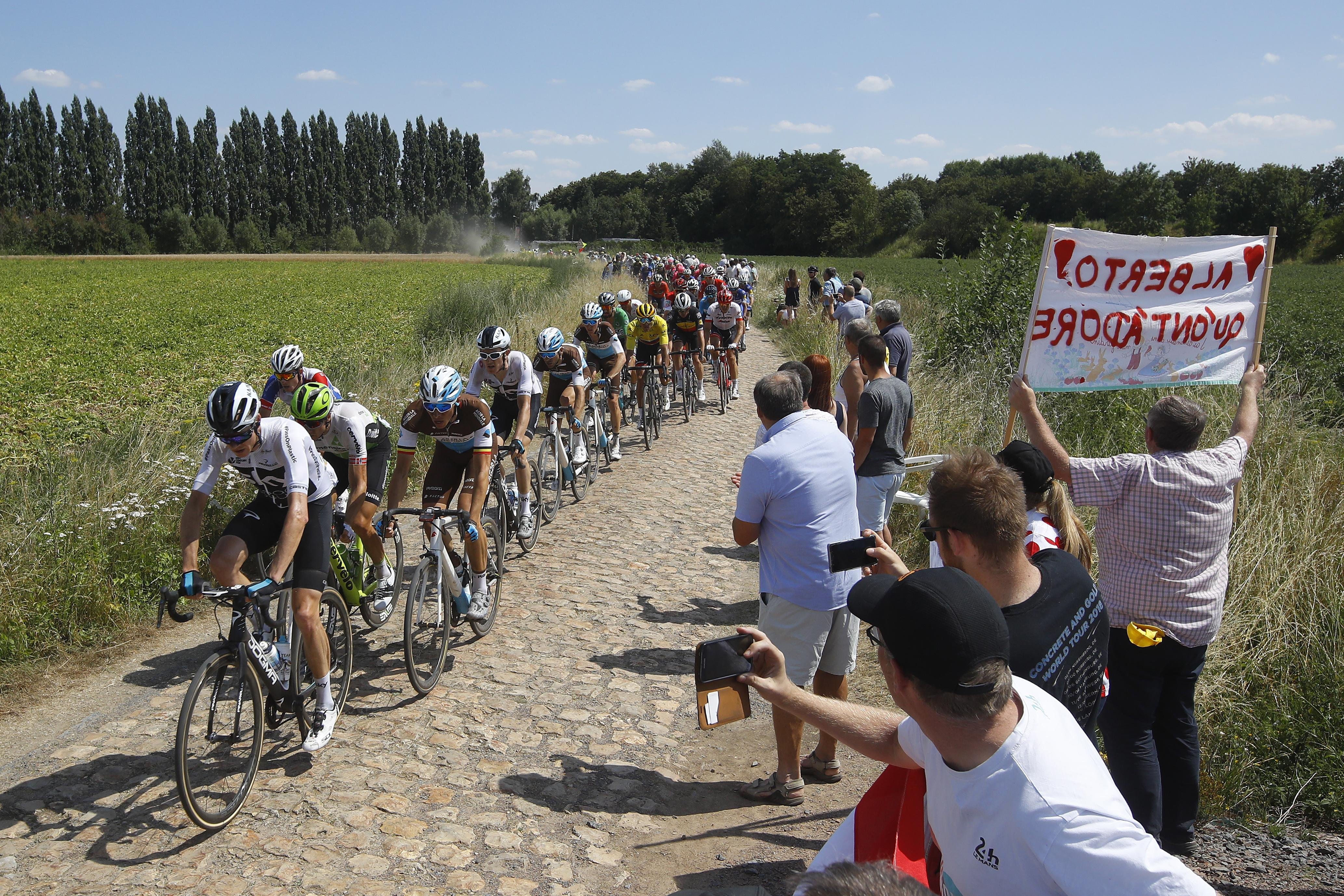 Stage 9 involves several tricky cobbled sections