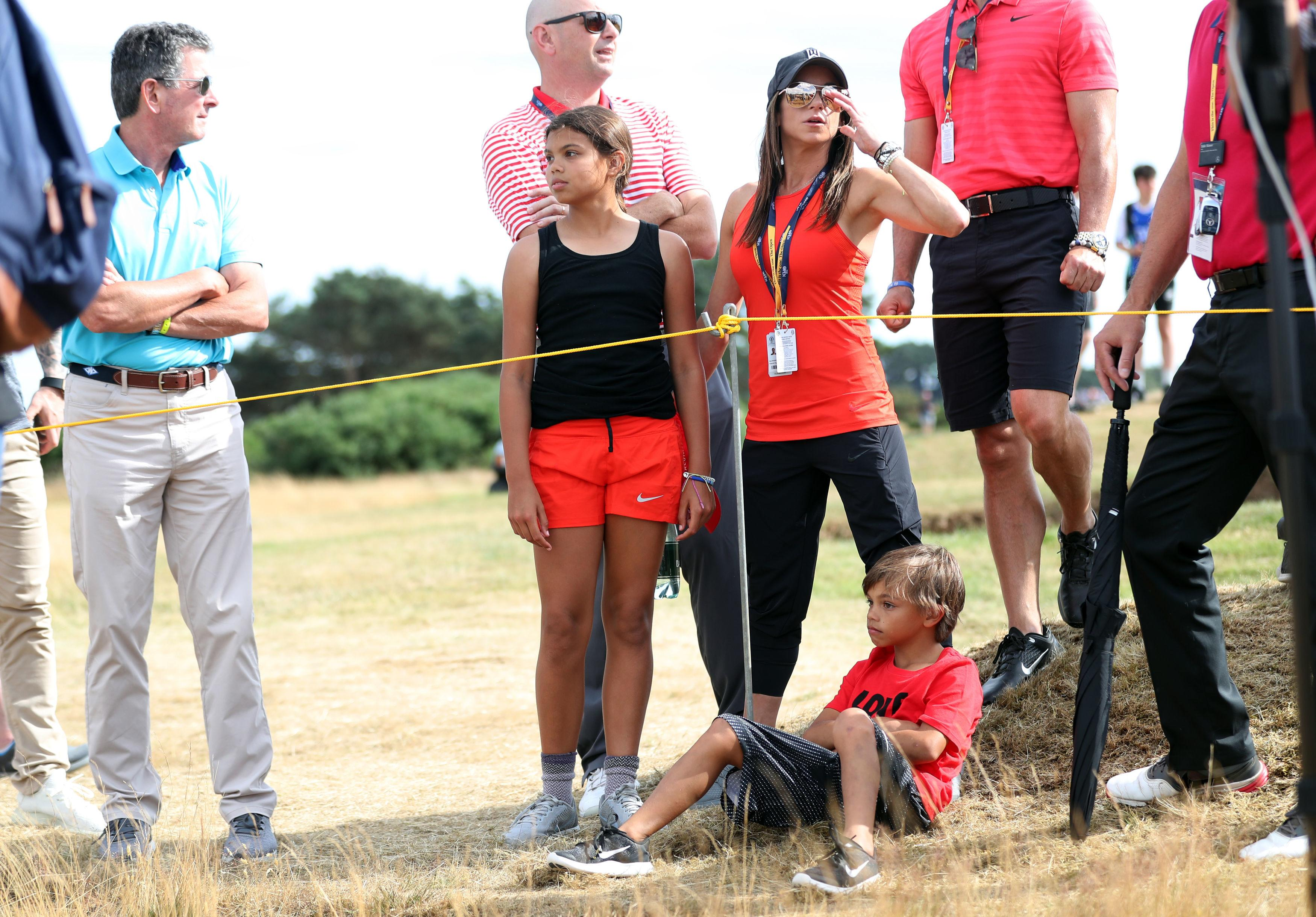 Tiger's loved ones cheer him on at Carnoustie