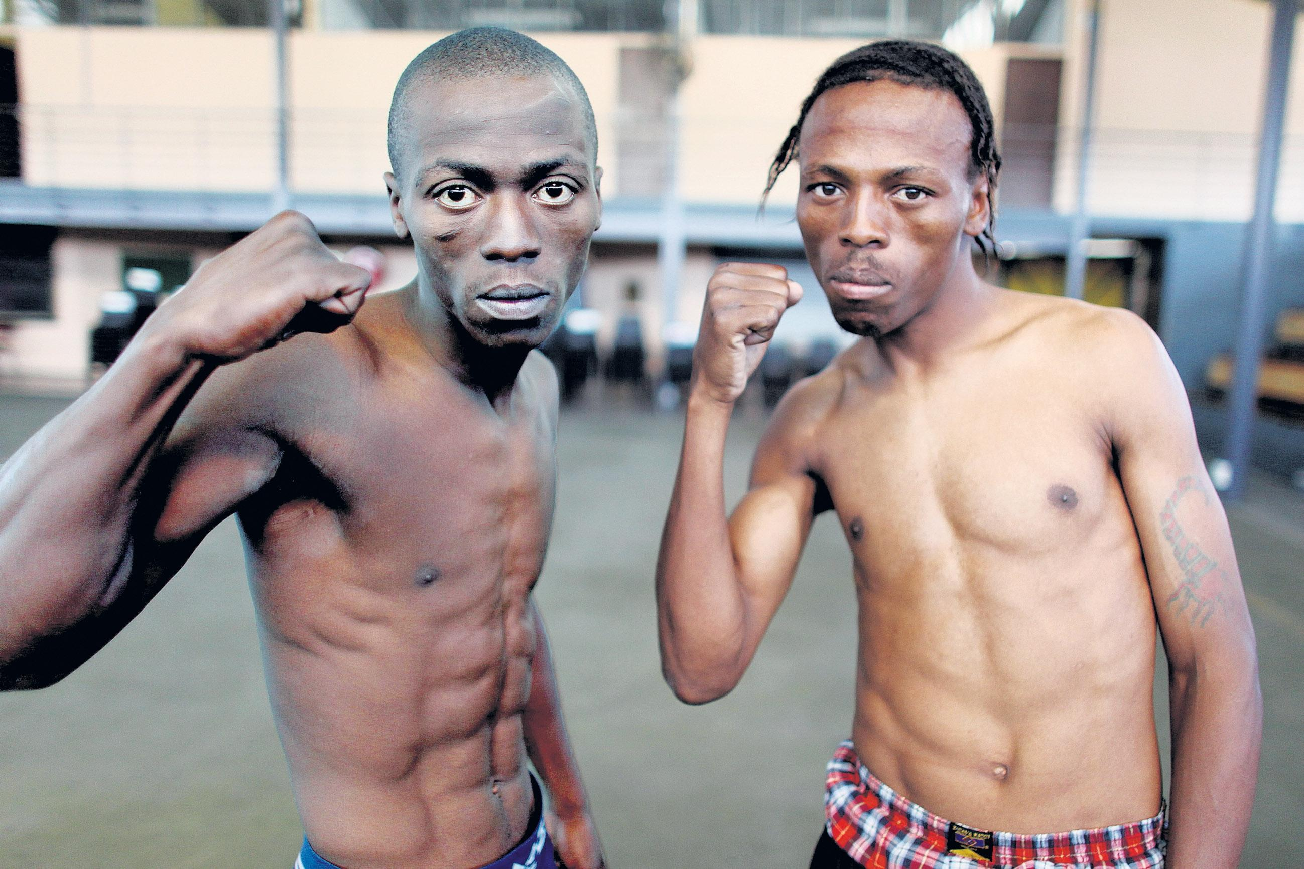 Manelisi Mbilase (right) pictured with Thando Vukuza before their bout in 2009