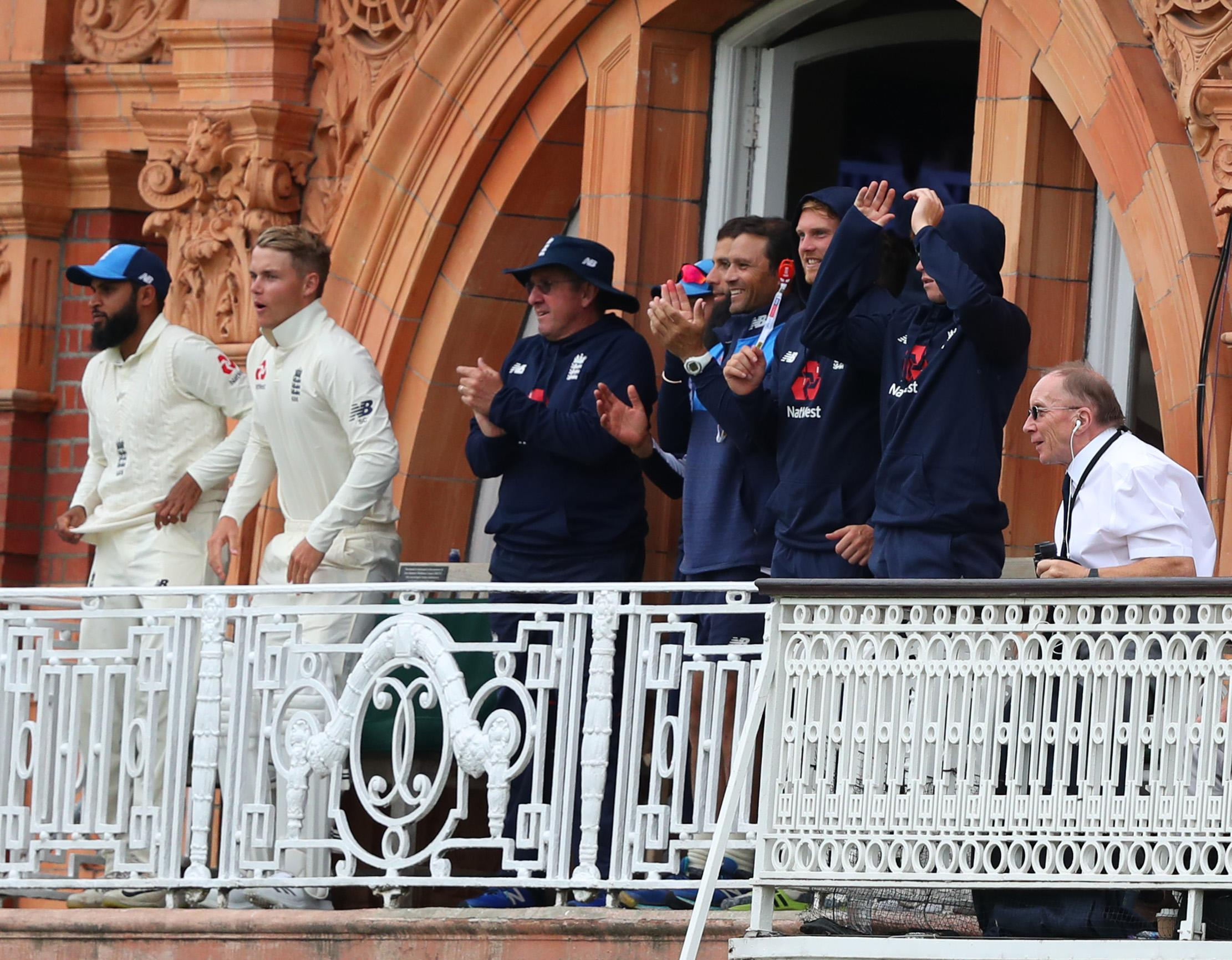 The England players and staff rose to their feet as Woakes reached the ton