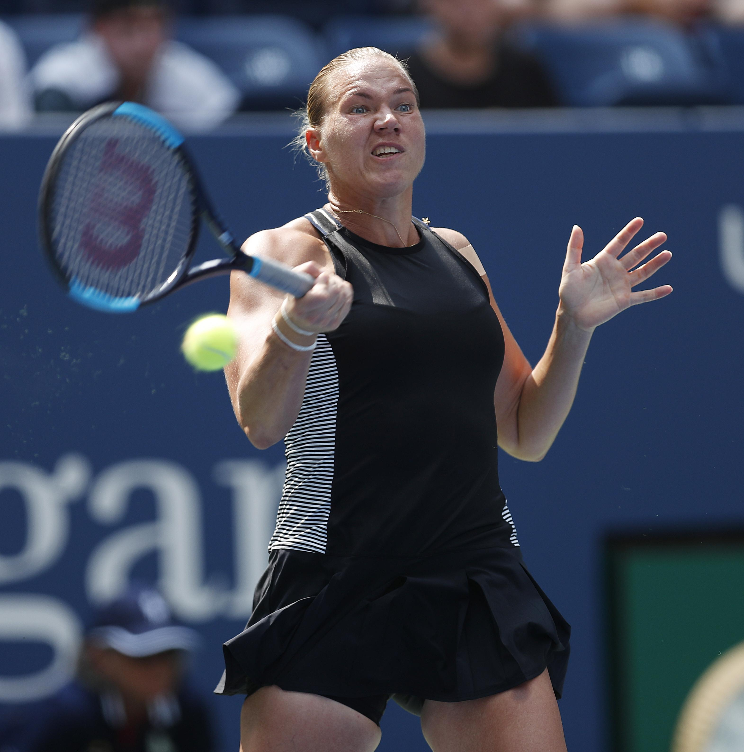 Kaia Kanepi beat Romanian Halep 6-2 6-4 in one hour and 15 minutes
