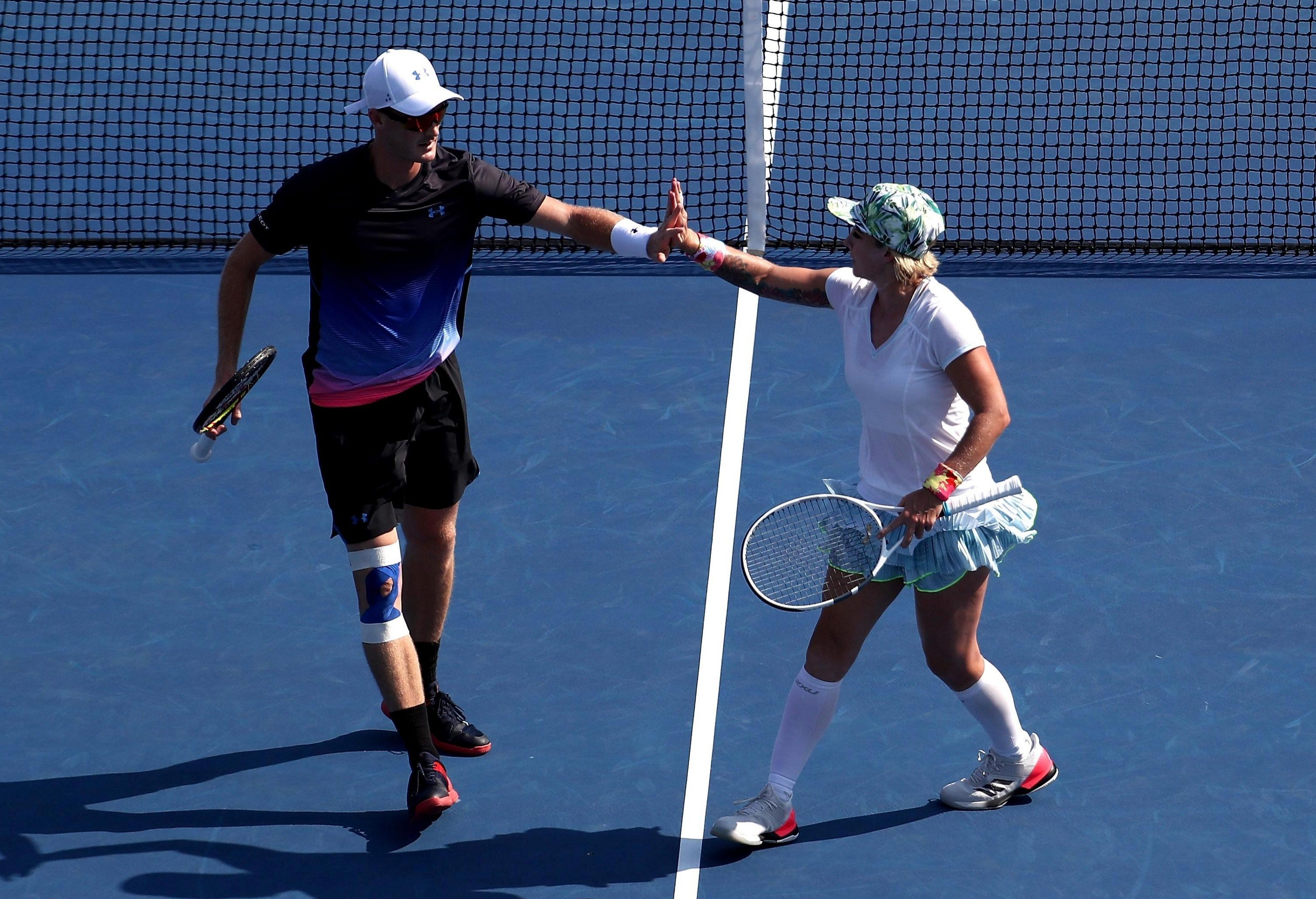 Jamie Murray and American Bethany Mattek-Sands are through to the mixed doubles final
