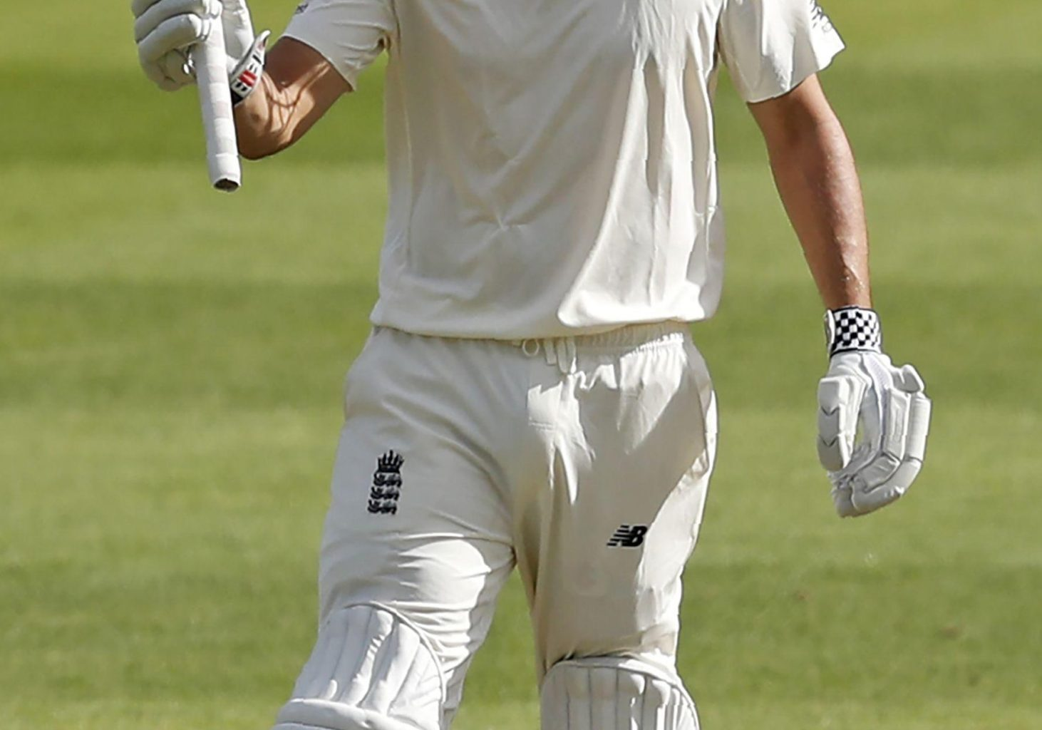 Outgoing Alastair Cook acknowledges his 50 as England begin well at the Oval