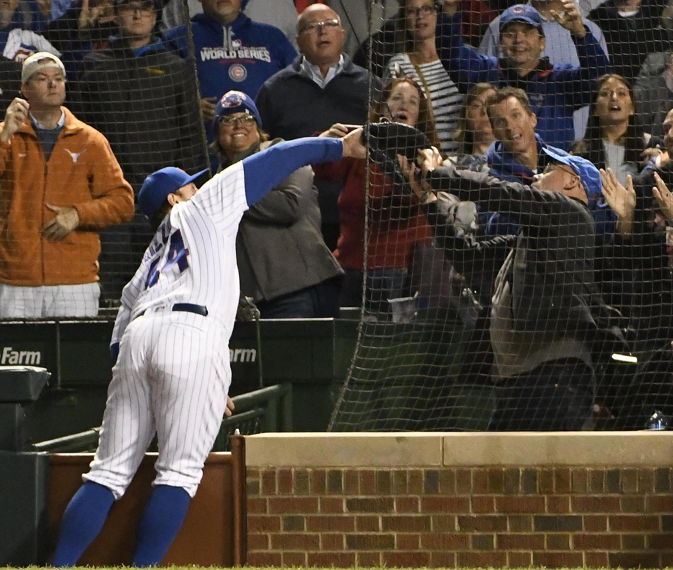 Anthony Rizzo beat a fan to catch the ball in the Cubs game last night