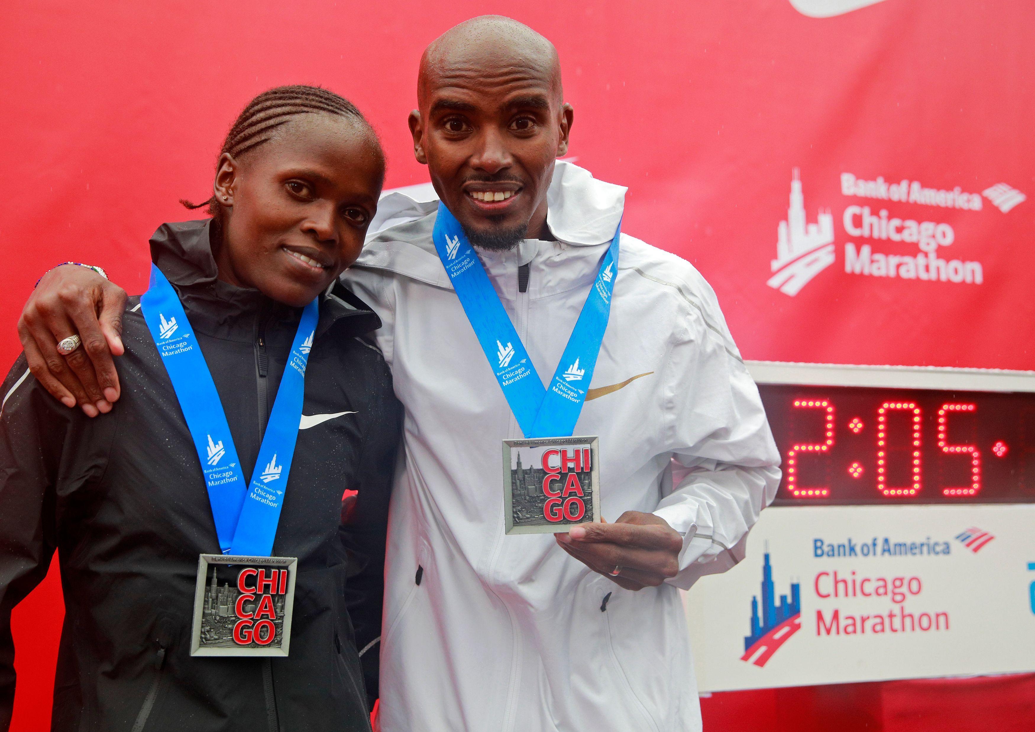 Farah poses with the winner of the women's race, Kenyan runner Brigid Kosgei