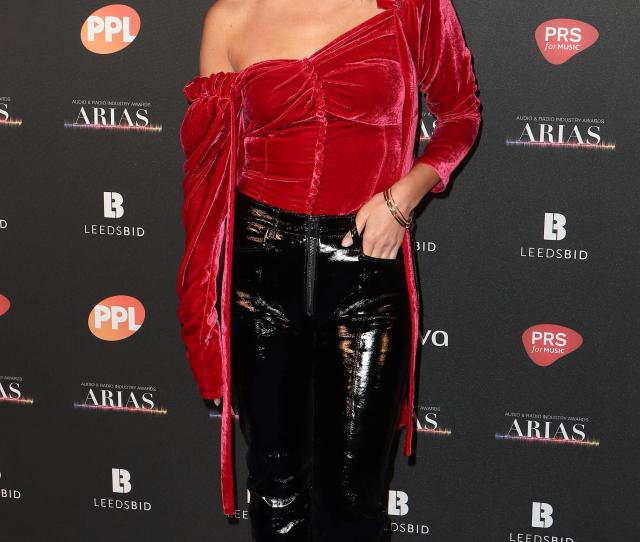 Comedian Jack Whitehall Snogs Hollywood Actress Kate Beckinsale At Karaoke Bar Before 3am Hotel Visit
