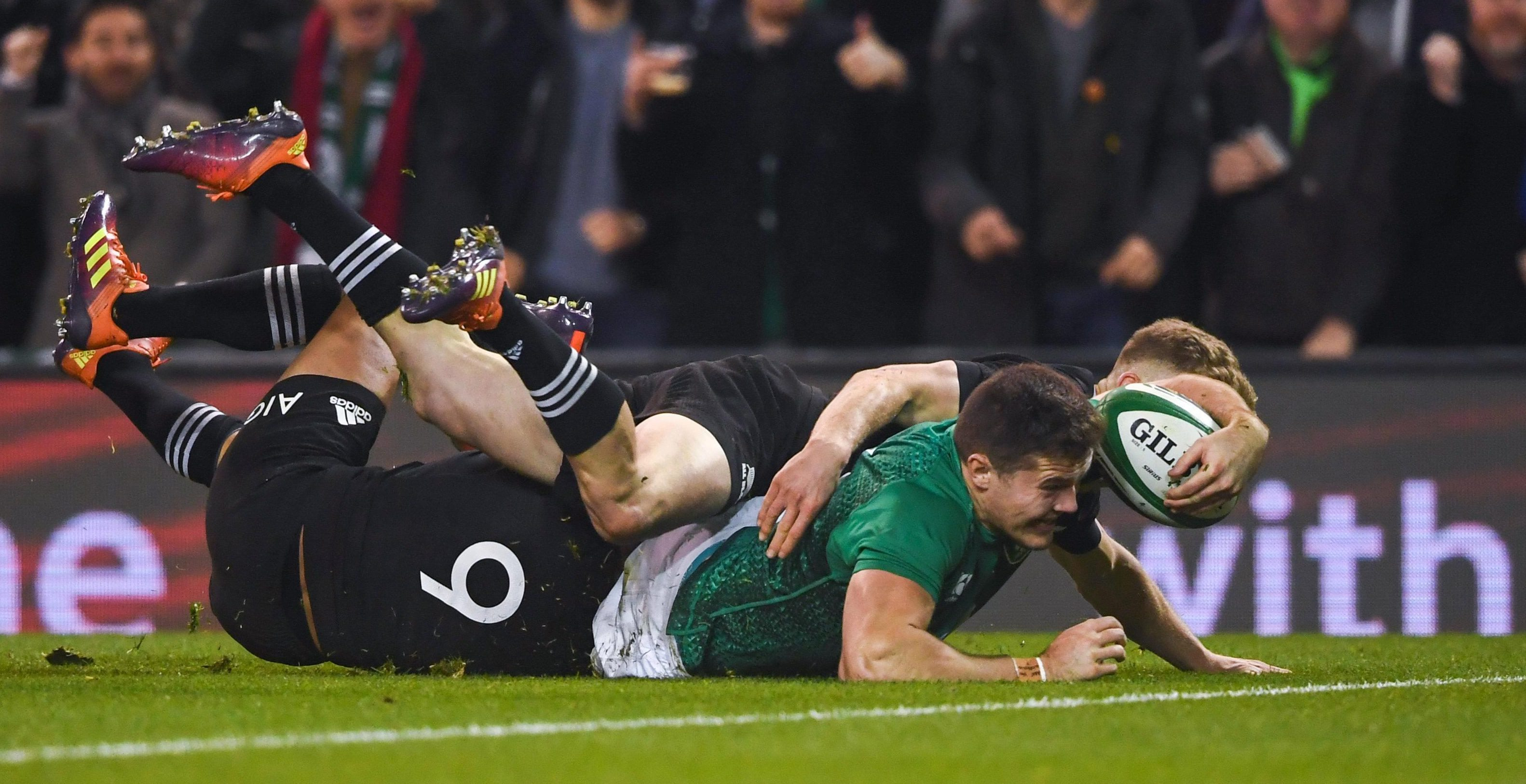 Jacob Stockdale crosses for his breakthrough try in the thrilling clash with New Zealand