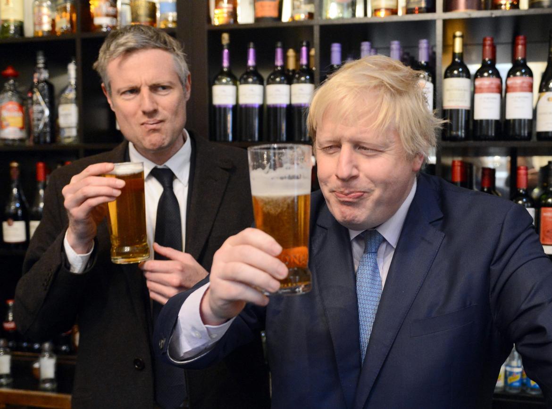 Boris Johnson and Zac Goldsmith enjoy a pint together
