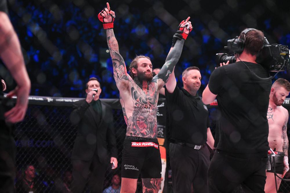 Aaron Chalmers beat Ash Griffiths in his last fight via first-round submission