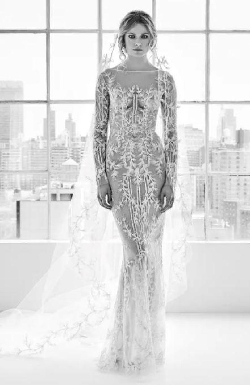 Este vestido Zuhair Murad leva um pouco mais longe, quase sem forro, mostrando o decote da noiva, bem como suas curvas