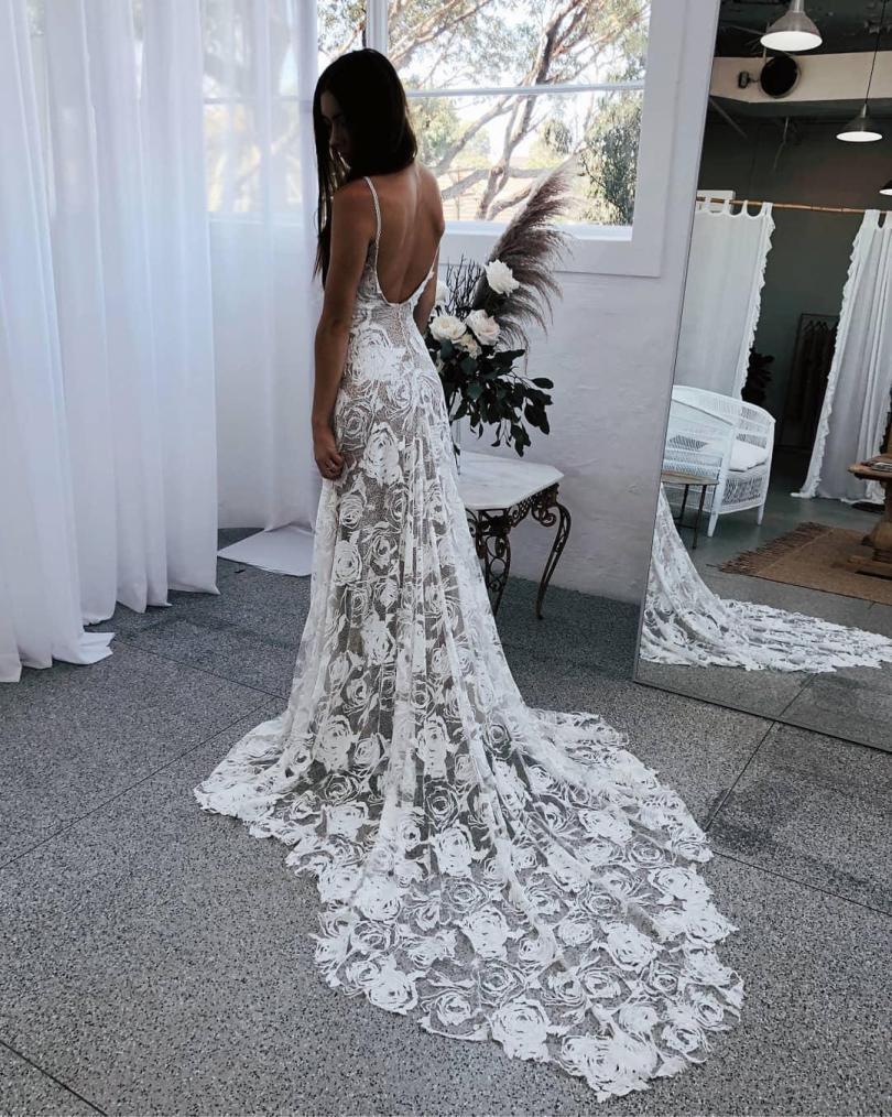 NINTCHDBPICT000463148668 - Noiva com vestido transparente no casamento causa nas Redes Sociais