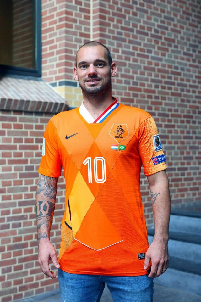 Wesley Sneijder was given a Holland shirt that combined all the kits he wore during his international career