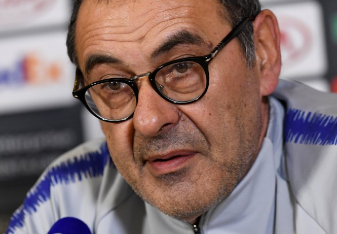 Maurizio Sarri says he expects to carry on as Chelsea manager for now