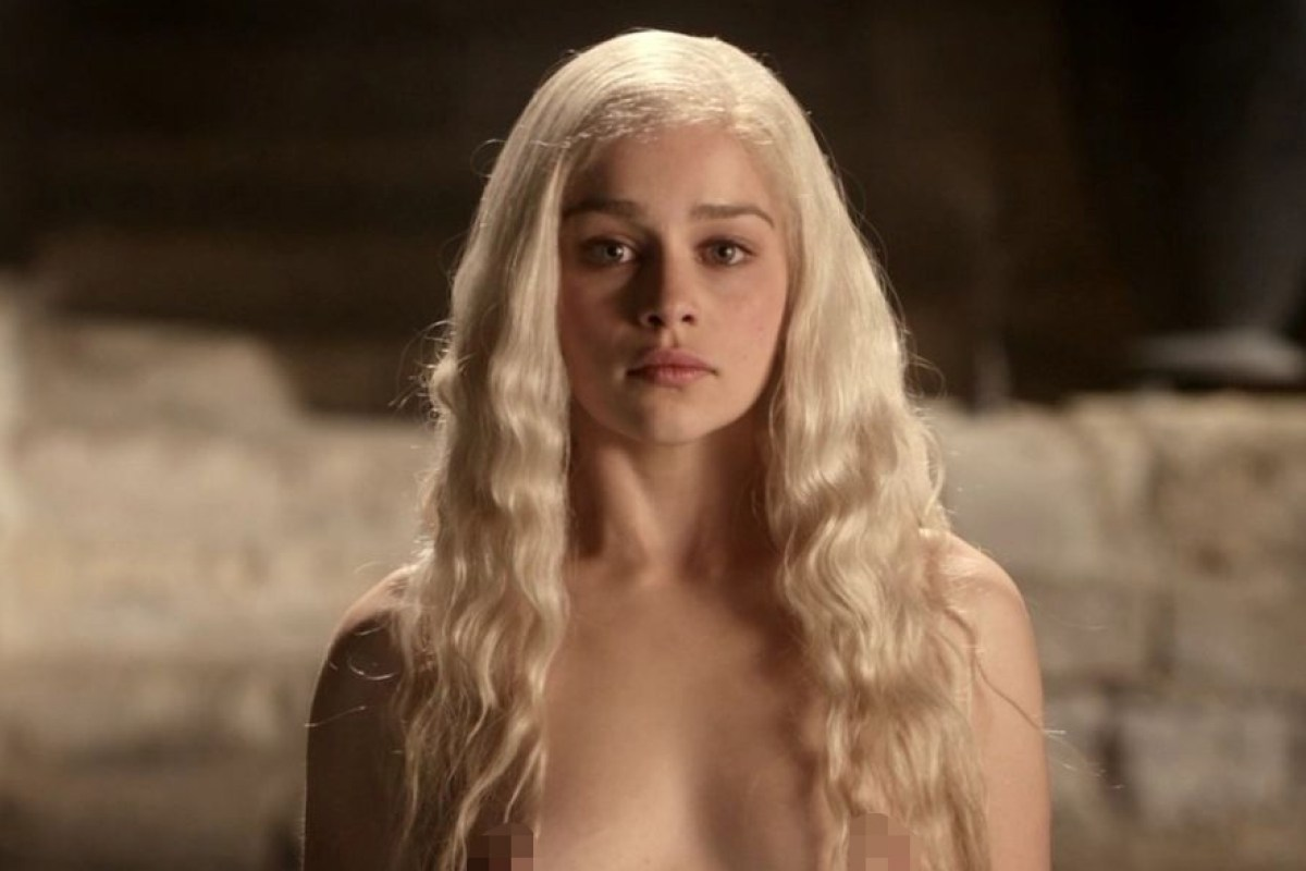 Emilia Clarke Claims She Can Count On One Hand The Times Ive Been Naked As She Defends Game Of Thrones Nudity
